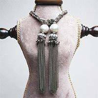 エリズ・オリジナルデザイン  フリンジ付きロングネックレス  ブラック×ゴールド
