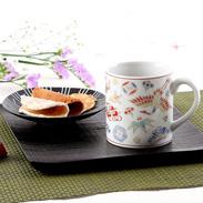 色鮮やかな九谷の色彩で描かれた 伝統の文様 宝尽くし マグカップ