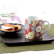 繊細さと力強さを兼ね備えた伝統の絵柄 梅菊文 マグカップ