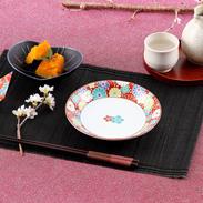 繊細さと力強さを兼ね備えた伝統の絵柄 梅菊文 5号皿揃