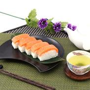 吉野桜のチップで燻し、冷凍熟成 燻しサーモン寿司