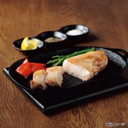 沖縄県産豚あぐーロースステーキ用 8切れ1.2�s 〔ロースステーキ(2枚切、計300g)×4個〕