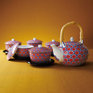 艶紅亀甲茶托付蓋番茶器〔土瓶 高さ11×径14_、容量900ml、蓋付煎茶 高さ7.5×径9.5_、容量230ml、茶托 高さ2×径12_〕
