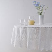 なかなかお目にかかれない日本製の円形テーブル用のクロス。 高級感あふれるデザイン、撥水加工でお手入れもらくらく レースジャガードテーブルクロス 150cm円型 加栄レース 株式会社・群馬県