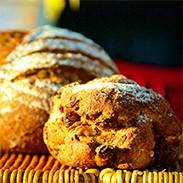空気の澄んだ箕面産・日本人の為の超こだわりライ麦パン Acciarpone 大阪府 驚きの甘みとしっとり感の大きな黒パン