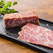 和牛ベーコン あかまる牛肉店 鳥取県 甘い脂の香りが楽しめる、鳥取和牛のバラ肉で作った霜降り和牛のベーコン