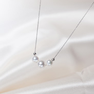3珠真珠ペンダント(ホワイトピンク) 佐藤真珠株式会社 愛媛県 光沢のよいホワイトピンクを使った3珠並びの清楚なデザイン