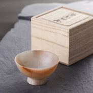 �x盃 水口青玉堂 富山県  美しい光沢と高い硬度をもつ正珪石を掘り、磨き上げた自然石の風合いが魅力的な�x盃