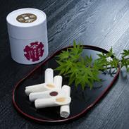 銅銭糖  浪花屋本店  熊本県 ほろっとした優しい口当たり。もち粉で作った落雁の生地であんこを包んだ上品な郷土菓子