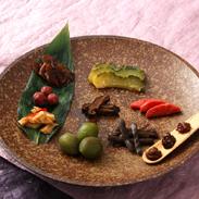 おかあちゃの食卓シリーズセット 日本一の星空阿智村より〔カリカリ小梅、しまうりの粕漬、きゃらぶき煮、梅かりかりブランデー漬、しいたけの田舎煮、竹の子の土佐煮、うまくてしょ