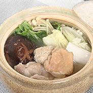 宮崎県産夢創鶏自家製鶏ガラスープの水炊きセット(4〜5人分)〔もも肉、手羽元、つくね団子、自家製スープ〕
