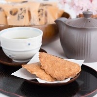 丸子船 焼菓子 ピーナッツせんべい〔(1袋3枚入り)×30袋〕