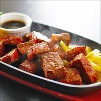 宮崎牛 角切りステーキ 〔もも肉300g、ヒマラヤ岩塩〕  牛肉 冷凍